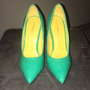 Teal Printed Pointed Toe Pumps
